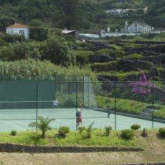 Отель Caloura Hotel Resort Португалия, Агуа-де-Пау - 3 отзыва об отеле, цены и фото номеров - забронировать отель Caloura Hotel Resort онлайн спортивное сооружение