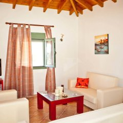 Отель Aselinos Suites комната для гостей фото 4
