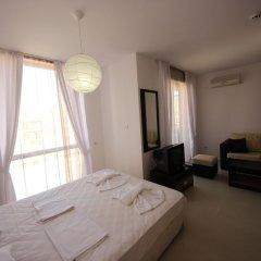 Апартаменты Menada Rainbow Apartments Солнечный берег комната для гостей фото 8
