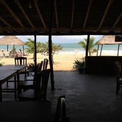 Отель Akwidaa Inn гостиничный бар