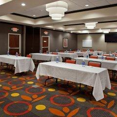 Отель Holiday Inn Columbus-Hilliard