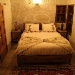 Отель Bayer Stone House Аванос комната для гостей