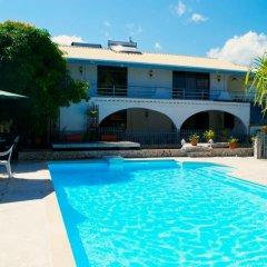 Отель Ahitea Lodge бассейн