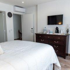 Отель Garoupas Inn Понта-Делгада сейф в номере