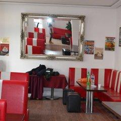 Отель Smart Brighton Beach гостиничный бар