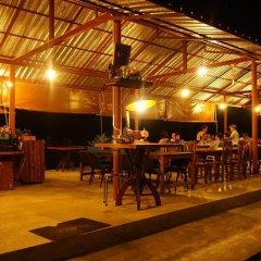 Отель Khun Mai Baan Suan Resort бассейн
