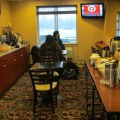 Отель Comfort Inn At LaGuardia Airport США, Нью-Йорк - отзывы, цены и фото номеров - забронировать отель Comfort Inn At LaGuardia Airport онлайн гостиничный бар