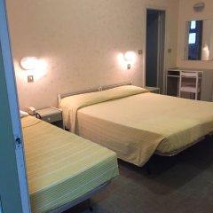 Отель Brenta Италия, Римини - 1 отзыв об отеле, цены и фото номеров - забронировать отель Brenta онлайн комната для гостей фото 3