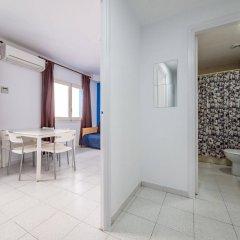 Отель Apartaments AR Monjardí Испания, Льорет-де-Мар - отзывы, цены и фото номеров - забронировать отель Apartaments AR Monjardí онлайн комната для гостей
