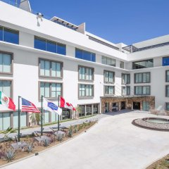 Отель Hampton Inn & Suites by Hilton Los Cabos парковка