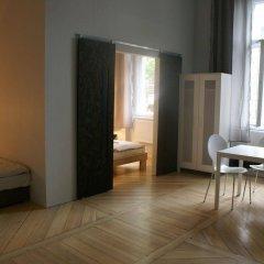 Отель Tenement House Познань комната для гостей