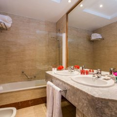 Leonardo Hotel Granada ванная