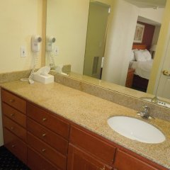 Отель Hawthorn Suites By Wyndham Airport Columbus East Колумбус ванная фото 2
