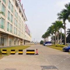 Peacock Fuying Theme Hotel (Guangzhou New Baiyun Airport) парковка