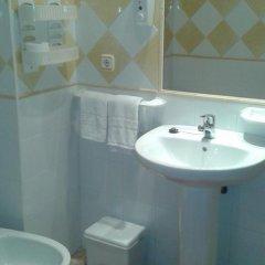 Отель Hostal Los Valencianos ванная фото 2