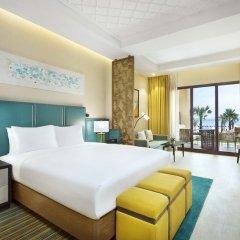 Отель DoubleTree by Hilton Resort & Spa Marjan Island 5* Стандартный номер с двуспальной кроватью фото 8