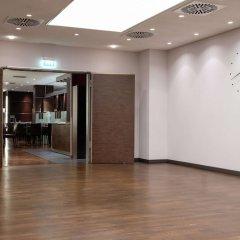 Отель Hilton Cologne Германия, Кёльн - 3 отзыва об отеле, цены и фото номеров - забронировать отель Hilton Cologne онлайн фитнесс-зал фото 2