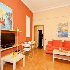 Гостиница LUXKV Apartment on Gnezdnikovskiy в Москве отзывы, цены и фото номеров - забронировать гостиницу LUXKV Apartment on Gnezdnikovskiy онлайн Москва комната для гостей фото 3