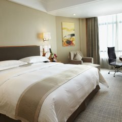 Отель Ramada Plaza Shanghai Pudong Airport Китай, Шанхай - отзывы, цены и фото номеров - забронировать отель Ramada Plaza Shanghai Pudong Airport онлайн комната для гостей фото 2