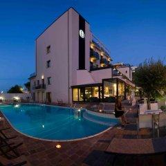 Отель Ferretti Beach Resort Римини бассейн фото 2