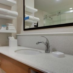 Отель Hampton Inn by Hilton Pawtucket ванная фото 2