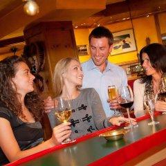 Alpenbad Hotel Hohenhaus гостиничный бар