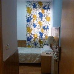 Отель Hostal San Blas сейф в номере
