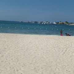 Отель Beach Shores at Turtle Tower пляж