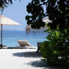 Отель Gangehi Island Resort пляж