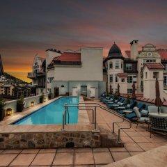 Отель The Arrabelle at Vail Square, A RockResort бассейн
