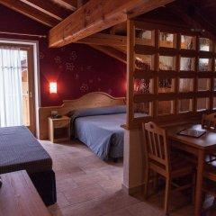 Отель Residence Les Fleurs Грессан комната для гостей