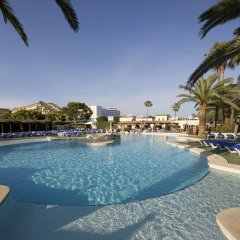 Отель Aparthotel Alcúdia Beach бассейн