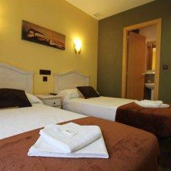 Отель Hostal Regio сейф в номере