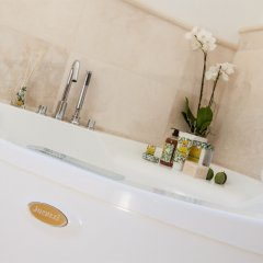 Отель San Ruffino Resort Италия, Лари - отзывы, цены и фото номеров - забронировать отель San Ruffino Resort онлайн ванная