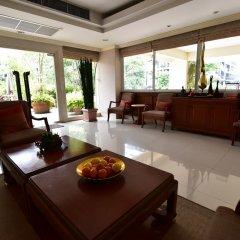 Апартаменты Antique Palace Apartment Бангкок комната для гостей