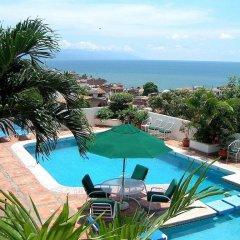 Отель Suites La Siesta Пуэрто-Вальярта бассейн
