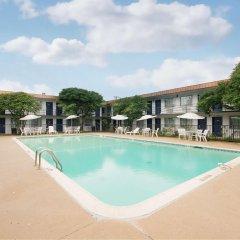 Отель Americas Best Value Inn Fort Worth/Hurst бассейн