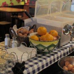 Отель The Flying Pig Uptown Нидерланды, Амстердам - отзывы, цены и фото номеров - забронировать отель The Flying Pig Uptown онлайн питание