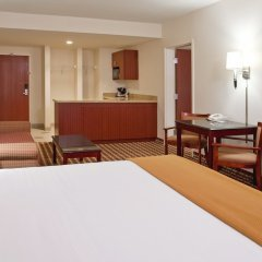 Отель Holiday Inn Express Hotel & Suites Columbus Univ Area - Osu США, Колумбус - отзывы, цены и фото номеров - забронировать отель Holiday Inn Express Hotel & Suites Columbus Univ Area - Osu онлайн комната для гостей фото 2
