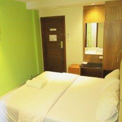 Отель Phuket Ecozy Hotel Таиланд, Пхукет - отзывы, цены и фото номеров - забронировать отель Phuket Ecozy Hotel онлайн комната для гостей