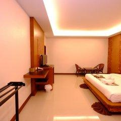 Отель The Peace Tara House Ланта сейф в номере