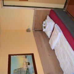 Отель The Red Boat сейф в номере