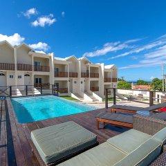 Отель Nianna Coral Bay Stunning Townhouse бассейн