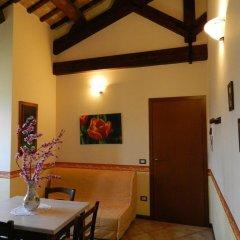 Отель Agriturismo L'Olmo di Casigliano Сан-Джинезио в номере
