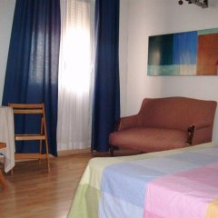 Отель Gay Hostal Puerta Del Sol Мадрид комната для гостей