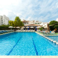Апартаменты The White Apartments by Ibiza Feeling - Adults Only бассейн