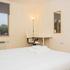 Отель 2 Bedroom Apartment Near Kings Cross Великобритания, Лондон - отзывы, цены и фото номеров - забронировать отель 2 Bedroom Apartment Near Kings Cross онлайн комната для гостей фото 2
