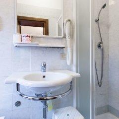Отель Iris Venice Италия, Венеция - 3 отзыва об отеле, цены и фото номеров - забронировать отель Iris Venice онлайн ванная фото 8