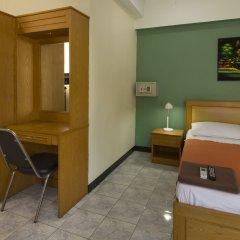 Travellers Rest Hotel сейф в номере