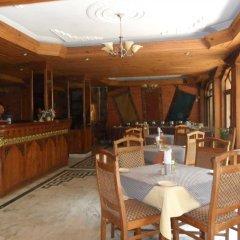 Отель Nirvana Garden Hotel Непал, Катманду - отзывы, цены и фото номеров - забронировать отель Nirvana Garden Hotel онлайн гостиничный бар